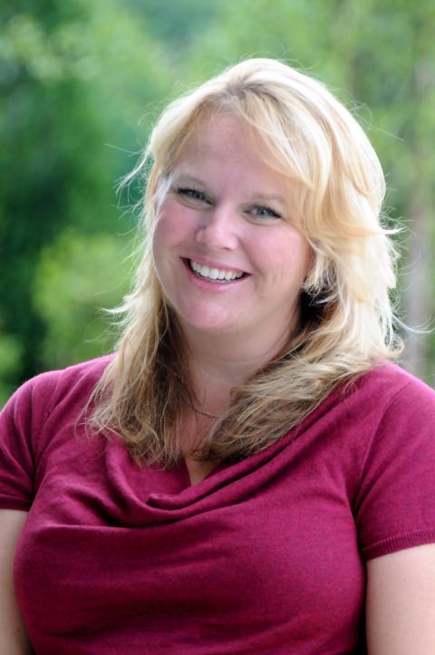 Dr. Liz Flaherty headshot