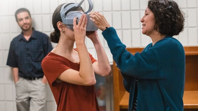 A Penn State New Kensington student tries out a virtual reality headset